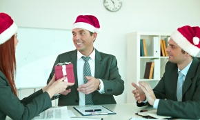 How to give holiday gifts to clients